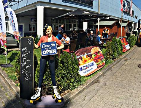Außengastro - Blueliner Bar & Diner, Burger & Mehr, in der HeliNet Eissportarena, Karl-Koßmann-Straße 1, 59071 Hamm